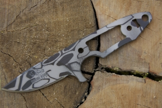 battle-worn-honeycomb-neck-knife