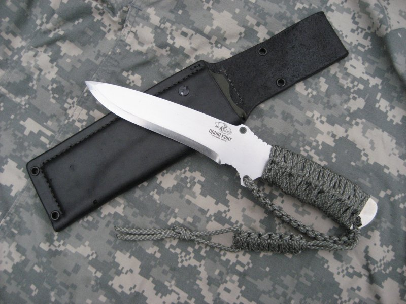 Rn Tactical Sere Scandi Grind With Paracord Handle And D